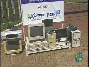 Campanha recolhe lixo eletrônico em Foz - Empresa coleta televisores, computadores e todo tipo de equipamento eletrônico que não serve pra mais nada.