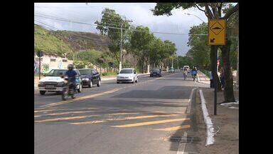 Moradores de Joana D'arc, em Vitória, pedem melhoria na sinalização e prefeitura atende - Promessa foi cumprida e moradores se sentem mais seguros para atravessar as ruas.