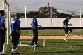 Atlético-GO terá retorno de Ernandes contra o Palmeiras - Lateral cumpriu suspensão na última rodada da Série B e fica à disposição do técnico rubro-negro.
