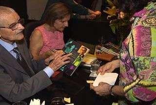 Escritor João Oliva lança livro sobre acontecimentos históricos em Sergipe - O escritor João Oliva lançou livro que conta fatos ocorridos em Sergipe, presenciados pelo próprio autor.