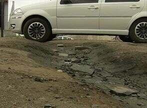 Buracos em vias de Caruaru prejudicam motoristas - Preocupação maior é com os danos que os buracos fazem aos automóveis.