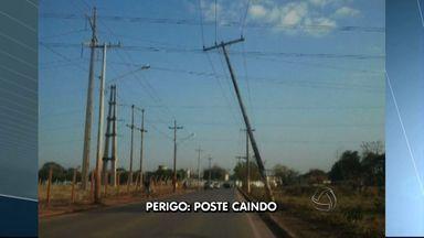 Poste de energia ameaça cair em rua de Várzea Grande - Um poste de energia elétrica está oferecendo perigo a quem passa pela Rua Carlos Gomes no bairro 13 de Setembro, em Várzea Grande.
