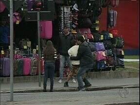 Cinegrafista flagra roubo no centro de Curitiba - Dessa vez, o ladrão se deu mal.