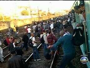 Supervia pede desculpas e diz que melhoria em trens pode levar anos - O presidente da Supervia pediu desculpas aos passageiros, pelos problemas com os trens. No entanto, as melhorias podem levar até quatro ou cinco anos.