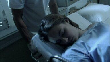 Paloma é levada para o quarto inconsciente - Pediatra é submetida a uma terapia de choque