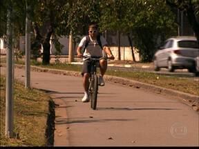 Associação contabiliza número de ciclistas em duas avenidas importantes da cidade - Segundo um levantamento feito pela Associação Ciclocidade, em um único dia, passaram pela Av. Inajar de Souza 94 ciclistas por hora. Na ciclovia da Faria Lima foram mais de 1.700 ciclistas em um dia.