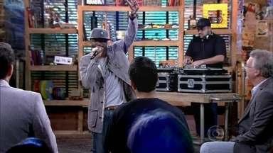 Rappin Hood manda seu recado com a canção 'Suburbano' - 'Todo dia 5 da manhã desperta meu povo', canta rapper que ainda responde se gasta muito tempo no trânsito
