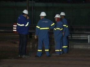 Vazamento de gás interdita faixas da Radial Leste na madrugada - Tudo aconteceu por causa de uma obra da CET. A tubulação de gás, que passa perto do viaduto Carlos Ferracci, no Tatuapé, foi rompida. O trânsito foi desviado e teve congestionamento durante a noite.