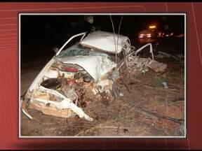 Duas pessoas morrem em acidente na BR-135 - Carro foi atingido por caminhonete