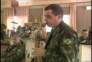Banda do exército toca músicas populares - Apresentação com músicas conhecidas do público virou discussão nas redes sociais - a equipe do JA acompanhou um ensaio da banda