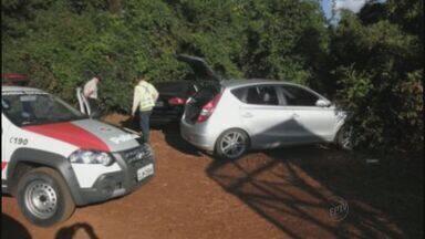 Carros usados por quadrilha em explosão de caixas são encontrados - Dois veículos foram encontrados em uma mata perto de Pradópolis (SP) e um em Dumont (SP).
