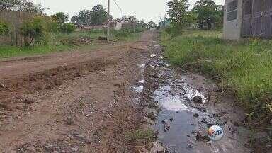 Após oito meses, falta de asfalto ainda é problema em bairro de Rio Claro - Após oito meses, falta de asfalto ainda é problema em bairro de Rio Claro.