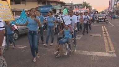 Caminhada chama atenção para os problemas enfrentados por pessoas com deficiência - DA EDUCAÇÃO A ACESSIBILIDADE. UMA CAMINHADA CHAMOU ATENÇÃO PARA OS PROBLEMAS ENFRENTADOS POR PESSOAS COM DEFICIÊNCIA. A INICIATIVA É PARTE DA PROGRAMAÇÃO DO DIA NACIONAL DE LUTA DA PESSOA COM DEFICIÊNCIA.