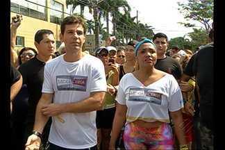 Centenas de pessoas participaram da caminhada do Medida Certa em Belém - Eles foram as ruas ajudar Gaby Amarantos a perder peso.