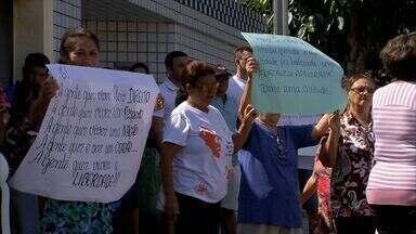 Moradores do Conjunto Sumaré protestam por segurança - Conjunto foi fundado há 34 anos e tem sido local de constantes assaltos