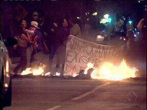 Protesto fecha a Av. Victor Ferreira do Amaral - Moradores de uma invasão pedem a regularização das casas. Um shopping vai ser construído perto da área invadida.