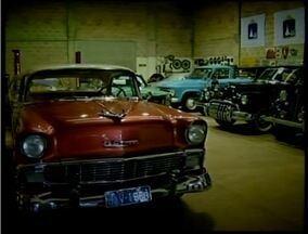 Colecionadores preservam a história do automóvel - Carros luxuosos marcaram a década de 1950. Confira a última reportagem da série Retrô.