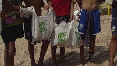 Voluntários participam de aula de educação ambiental em Guarujá - Eles comemoraram o Dia Mundial da Limpeza de Rios e Praias