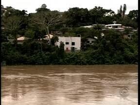 Situação é de alerta em Blumenau por causa das chuvas - Situação é de alerta em Blumenau por causa das chuvas ; moradores se previnem contra possíveis catástrofes