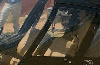 Helicóptero cai com piloto e três passageiros, em Planaltina de Goiás - A aeronave, pertencente a um empresário de Goiânia, saiu da garagem de uma empresa de ônibus. Após voar cerca de 50 metros, o helicóptero perdeu sustentação e caiu no meio da rua. Quatro ficaram feridos.