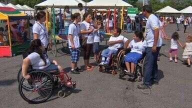 Voluntários fizeram uma ação no Parque Cuiabá para atender pessoas com deficiência - Voluntários fizeram uma ação no Parque Cuiabá para atender pessoas com deficiência.