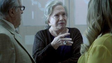 Lutero e Bernarda contam para Pilar que Aline quer tirar o São Magno da família - Paloma garante que não nutre nenhum sentimento pelo Ninho. Bruno exige que Paloma e Paulinha não se encontrem com Ninho