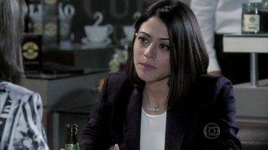 Silvia pede para Patrícia abandonar Michel - Patrícia fica penalizada com a situação da advogada e promete pensar no assunto