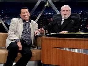 Comediante Paulo Silvino fala de sua carreira - Parte 02 - Ele começou como cantor e compositor e depois foi para a TV.