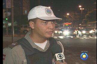 JPB2JP: Flagrantes de infração no trânsito de João Pessoa - Tem motociclista avançando sinal vermelho e motorista fazendo contorno em local proibido.