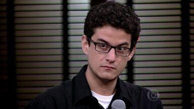 Jovem Bernardo Ainbinder entra na discussão que agora aborda as redes sociais - Bernardo, de apenas 22 anos, fala do papel da internet nas manifestações e demais convidados também dão opinião