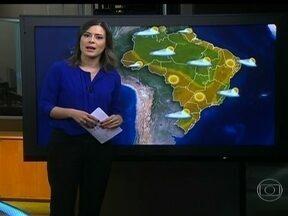 Tempo fica aberto na maior parte do país - Só tem chuva rápida no Espírito Santo, no sul da Bahia, de Pernambuco ao Rio Grande do Norte e no norte de Goiás até Roraima. Umidade do ar pode ficar abaixo dos 30% no Centro-Oeste, Sudeste e sertão do Nordeste.