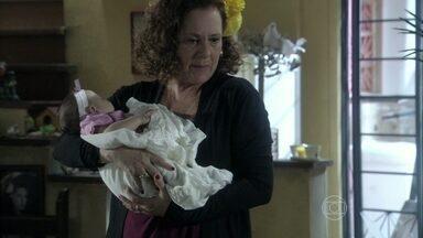 Márcia planeja usar a neta para unir Ignácio e Valdirene - Valdirene pensa em deixar a filha na casa de Ordália, mas é repreendida pela mãe
