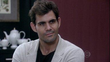 Amor à Vida - Capítulo de sábado, dia 28/09/2013, na íntegra - Ninho pede ajuda a Félix para tirar Paulinha de Paloma