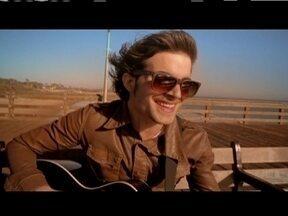 """Fiuk lança clipe de """"Fora do Alcance"""", gravado nos EUA - Cantor contou num diário virtual todos os bastidores da viagem pelo país."""