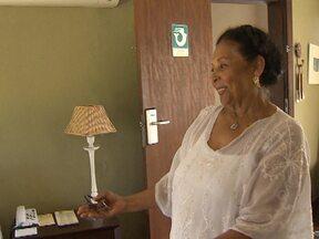 Baiana viúva de Vinícius de Moraes relembra a vida do casal em Itapuã - A atriz revela que o poeta tinha talento também na cozinha.