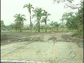 Ligação entre a Zona Norte de Londrina e Ibiporã tem 900 metros à espera de asfalto - A estrada que liga a Zona Norte de Londrina ao município vizinho depende de recursos do Estado para ser concluída.