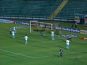 Figueirense derrota Paysandu e se aproxima do G-4 da Série B - Chapecoense empatou com o Ceará; Joinville foi derrotado pelo Boa Esporte.