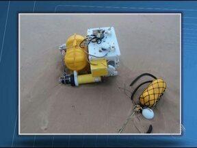 Equipamento de mapeamento do fundo marinho é encontrado em Arempebe - O equipamento foi encontrado na beira da praia e deve ter se soltado de algum navio.