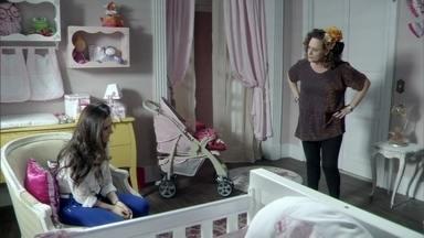 Márcia incentiva Valdirene a preservar união com Ignácio - Ela questiona a filha sobre Carlito e avisa que o milionário pode ficar desconfiado