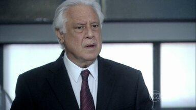 César se enfurece com o resultado da eleição - Ele convence Paloma a ficar com o cargo de vice-presidente do hospital