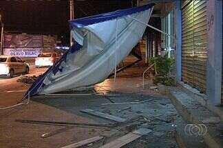 Motorista de caminhão atropela tudo que vê pela frente, em Goiânia - Cena de fúria aconteceu no Setor Campinas. De acordo com a polícia, condutor estava embriagado.