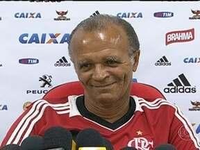 Flamengo vai poupar jogadores para driblar cansaço que afeta time no segundo tempo - Jayme opta por não escalar Léo Moura, Elias e Paulinho contra o Atlético-MG.