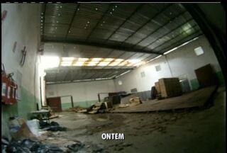 TRE quer agilizar entrega móveis das vítimas da tragédia em Teresópolis - Kits eletrodomésticos e móveis estão estocados em galpão.Produtos foram apreendidos pela justiça eleitoral.