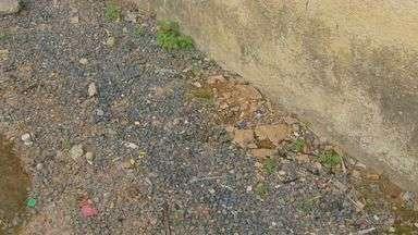 Moradores encontram bebë em calçada em Poços de Caldas (MG) - Moradores encontram bebë em calçada em Poços de Caldas (MG)