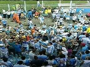 Paysandu pode ser punido com perda de mando de campo - O Paysandu, time da Série B do Brasileirão, pode ser punido com perda do mando de campo em até dez partidas. Protestos violentos da torcida forçaram o fim do jogo contra o Avaí, em Belém, na noite da última sexta-feira (18).