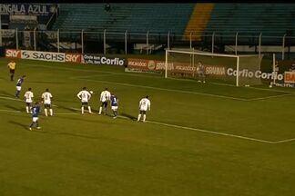 Marcelo Soares faz o segundo do Azulão contra o Icasa - Atacante é lançado em profundidade e finaliza em chute cruzado.