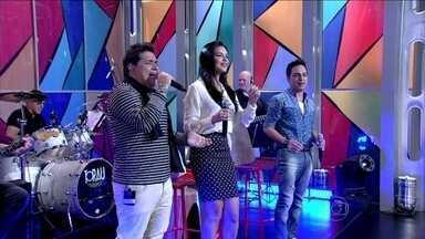 Cleiton & Camargo cantam com Mariana Rios - Artistas soltam a voz ao som de 'No dia em que eu saí de casa'