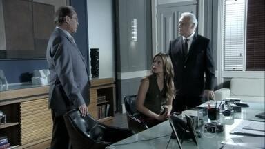 Herbert apoia a decisão de Félix em demitir Ciça - César participa da reunião solicitada pela médica, que fica incomodada com as decisões do irmão. César sugere que Paloma se aproxime de Pérsio