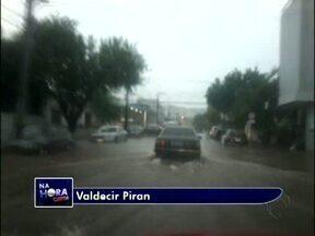 Telespectador registra ruas alagadas em Francisco Beltrão - Segundo Valdecir Piran, um trecho da avenida Júlio Assis Cavalheiro ficou alagado.