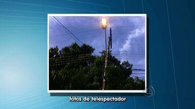 Telespectador flagra desperdício de energia em bairro de Cuiabá - Um telespectador flagrou o desperdício de energia no bairro Boa Esperança, em Cuiabá.